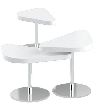 Biały geometryczny mały stolik do poczekalni.