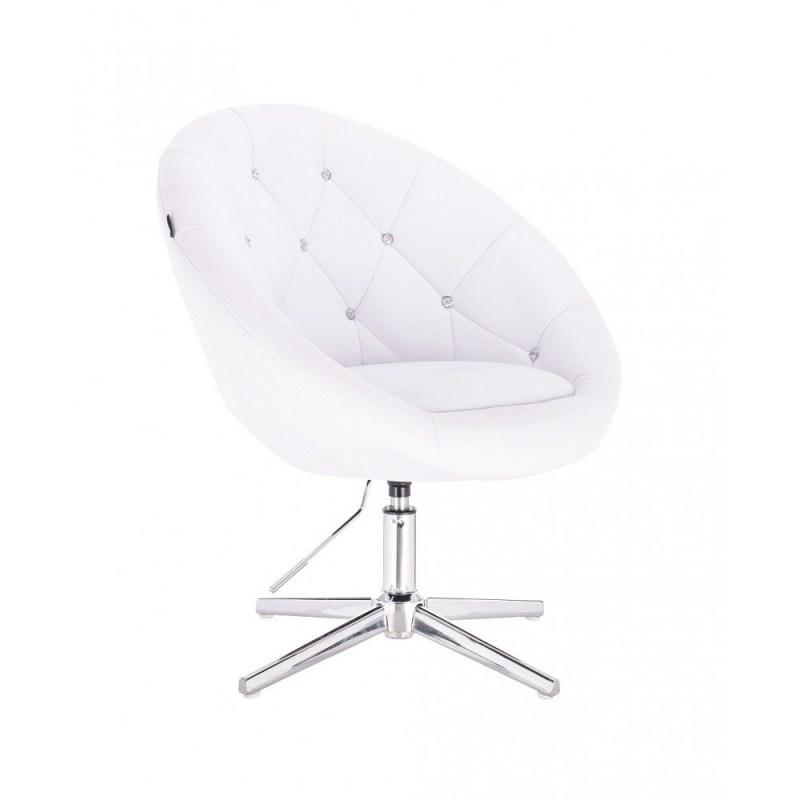 biały wystrój w salonie kosmetycznym i wygodne krzesła kosmetyczne
